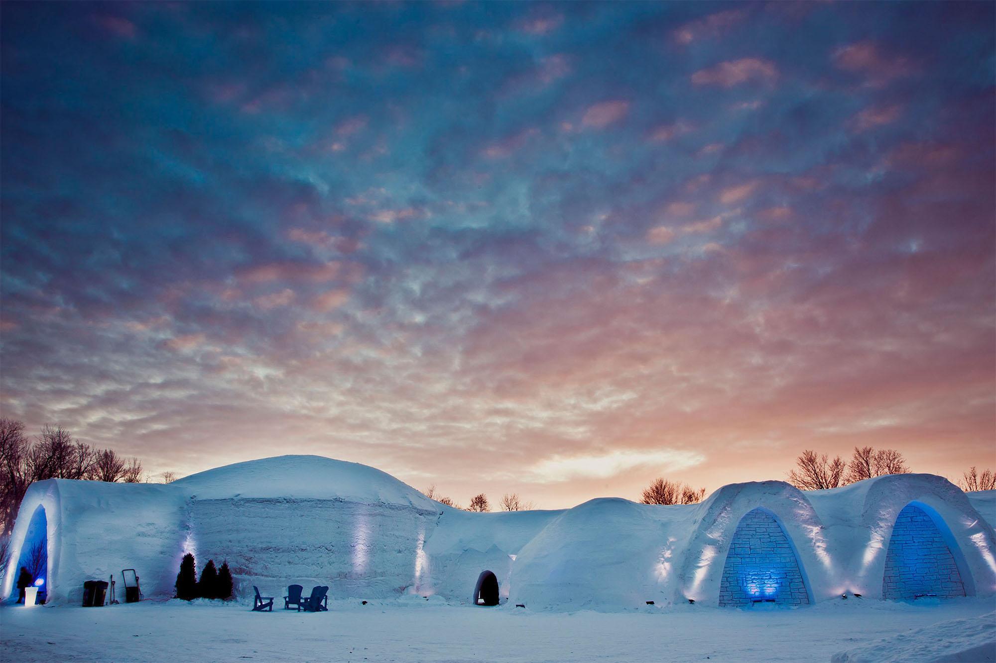 Încărcătoarele Volvo au transformat un hotel de gheață, într-o locație de vis