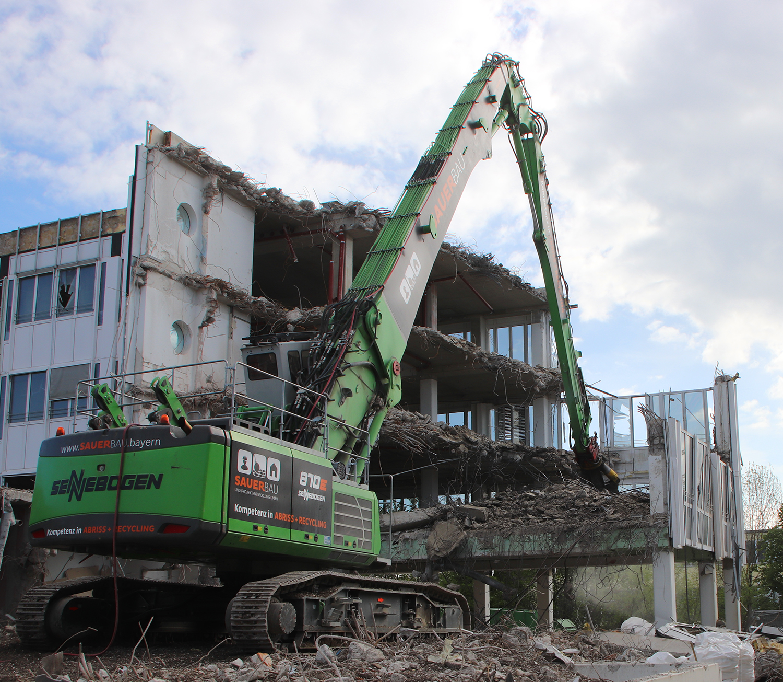 4 motive pentru care să utilizați un utilaj de demolare SENNEBOGEN 870 E