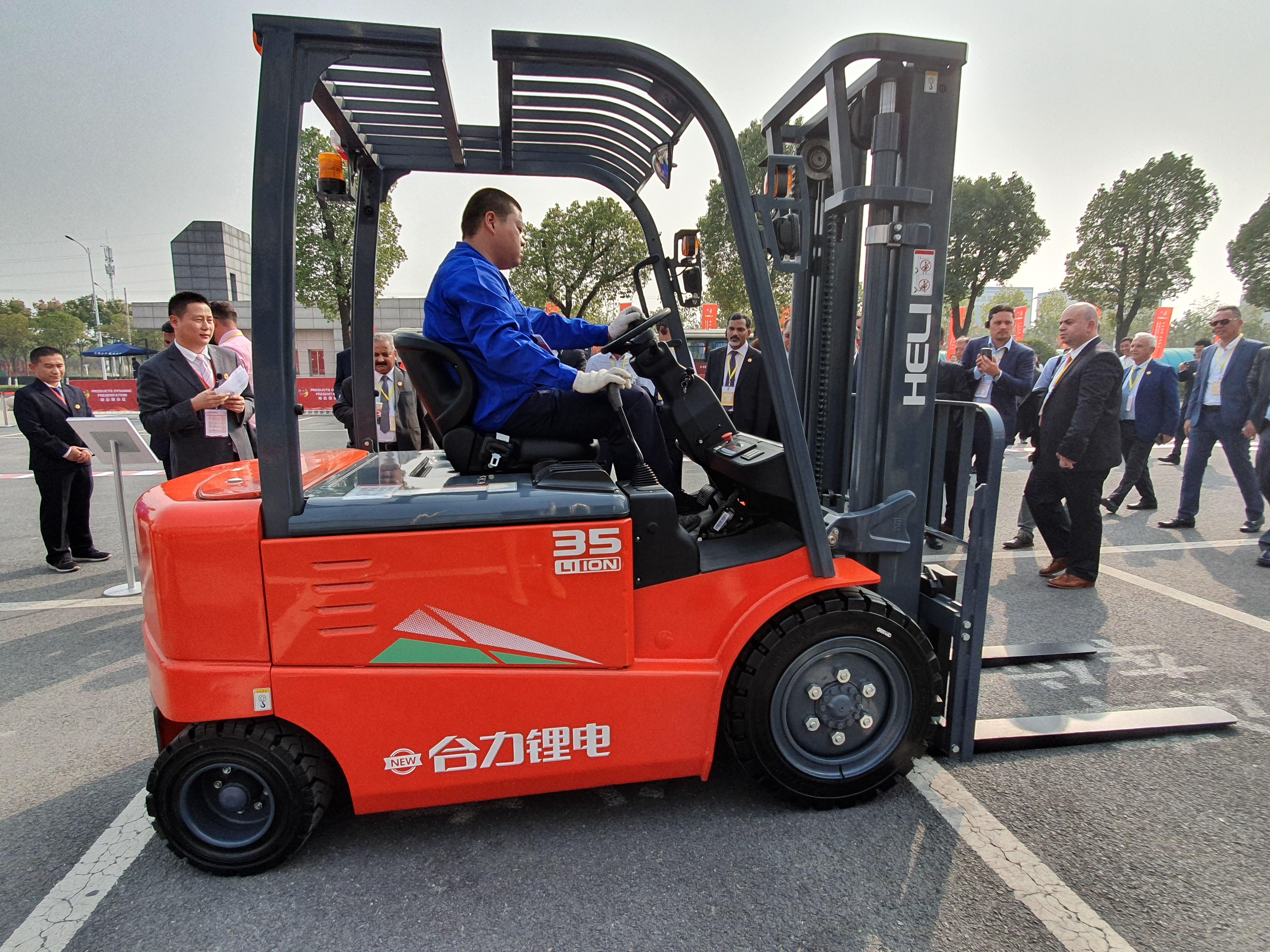 Noua generaţie HELI de echipamente performante şi inovatoare Li-Ion