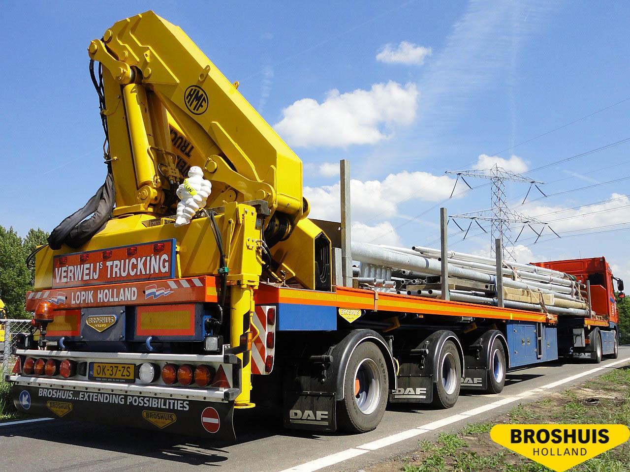 Broshuis- Platforme cu macara pliabilă