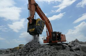 BF150.10 – Doosan DX700LC – Armenia – quarry – road construction – basalt – river rocks (2)