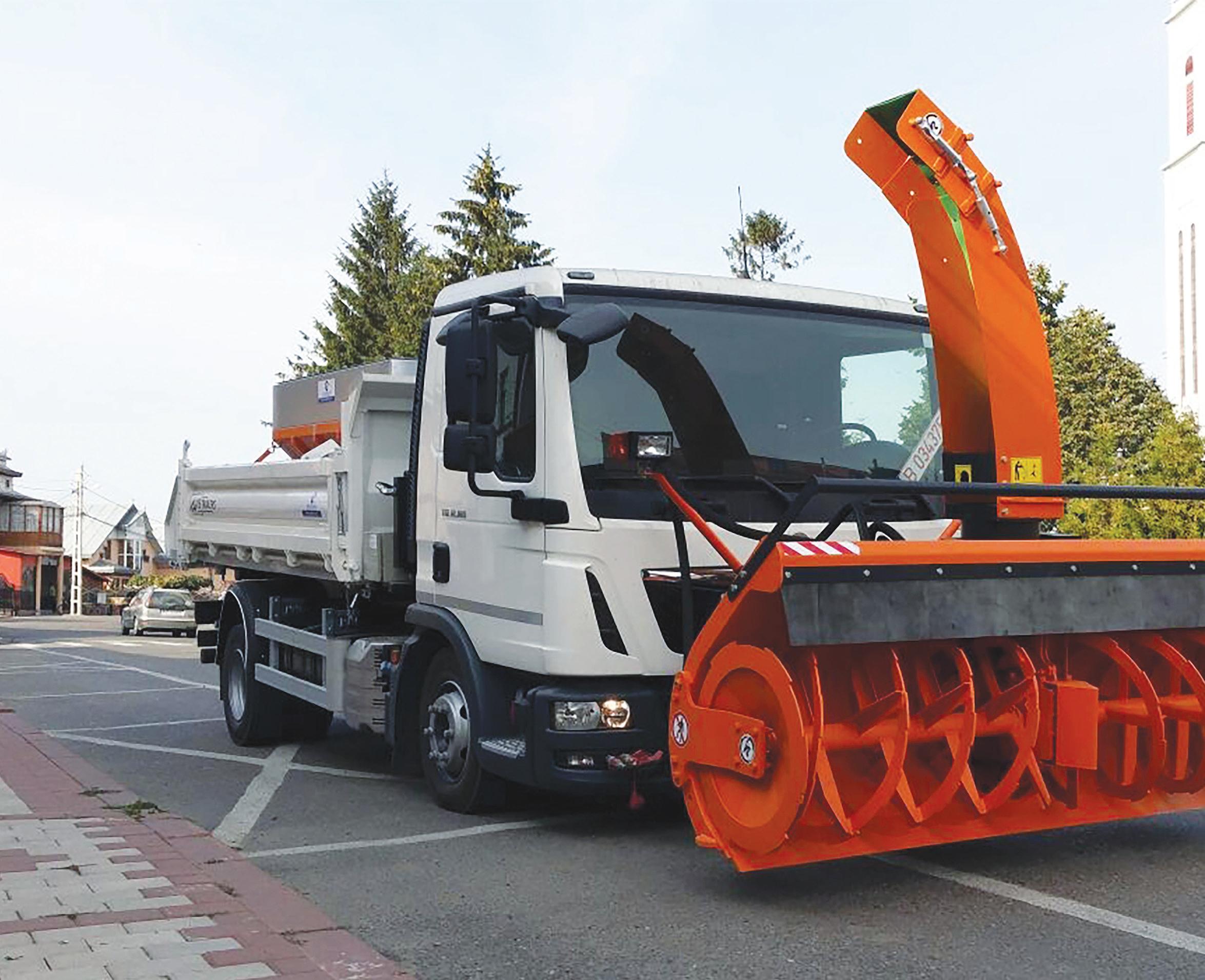 Autovehicule multifuncționale personalizate pentru întreținerea drumurilor – soluția perfectă din vară până în iarnă