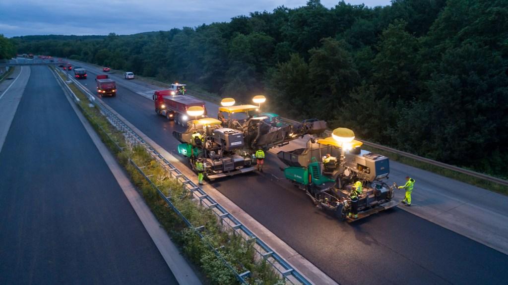 Reabilitarea unei autostrăzi în timp record cu WIRTGEN și VOGELE