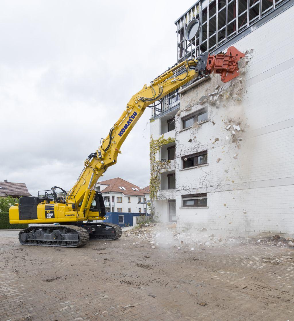 Komatsu lansează noul sistem de schimbare a brațului K100 pentru excavatoarele PC490HRD-11
