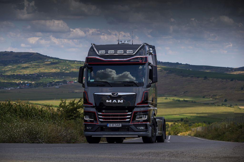 MHS Truck & Bus Group a livrat, în România, în premieră, prima unitate a ediției speciale MAN TGX Individual Lion S